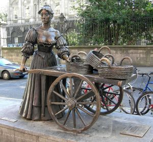 """Molly Malone 073007"" by Wilson44691 - Own work. Licensed under CC BY-SA 3.0 via Commons - https://commons.wikimedia.org/wiki/File:Molly_Malone_073007.JPG#/media/File:Molly_Malone_073007.JPG"